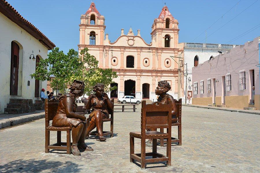 Martha Jimenez's art is displayed in Plaza del Carmen